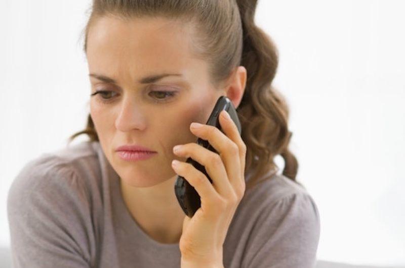 девушка не может дозвониться