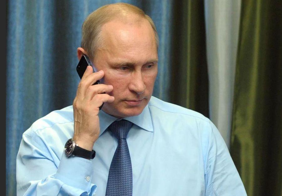 путин разговаривает по смартфону